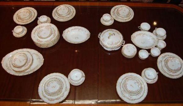 1013: 64 pc SET OF FRENCH HAVILAND LIMOGES CHINA