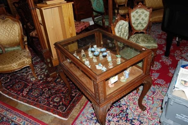 1018:CHIPPENDALE OAK CHOCOLATE CABINET