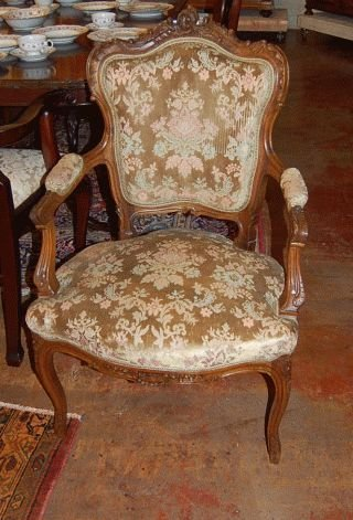 1024: PAIR OF FRENCH LOUIS XV ARM CHAIRS