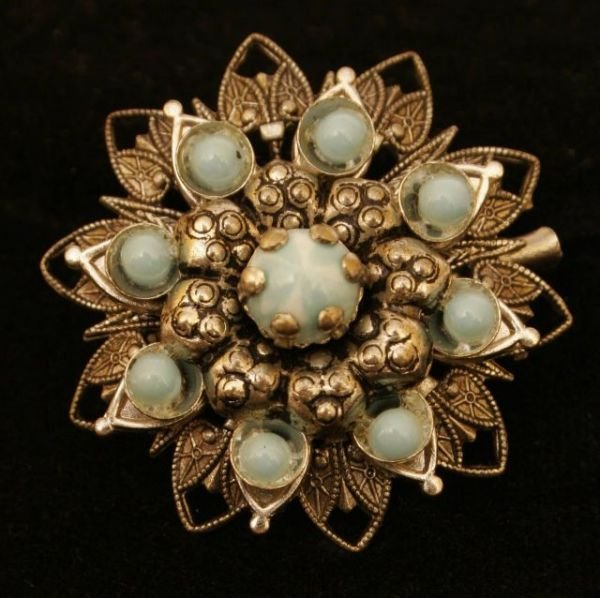 2017: VIVIEN LEIGH BROOCH OWNED / WORN