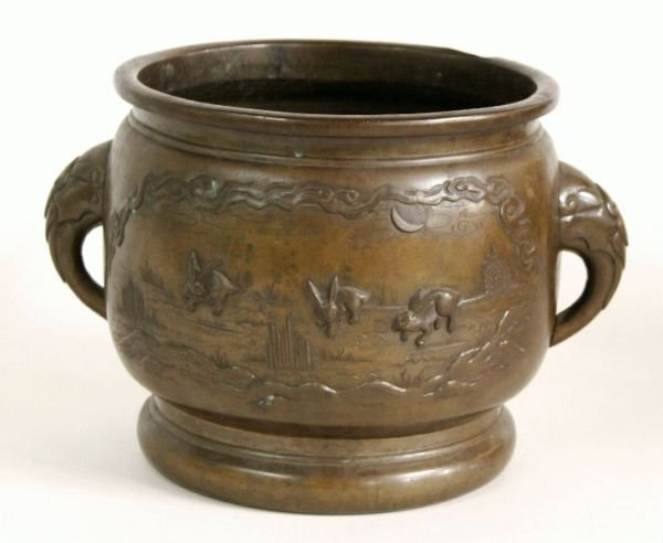 3023: LARGE ORIENTAL HAND CHASED BRASS URN 10 INCH