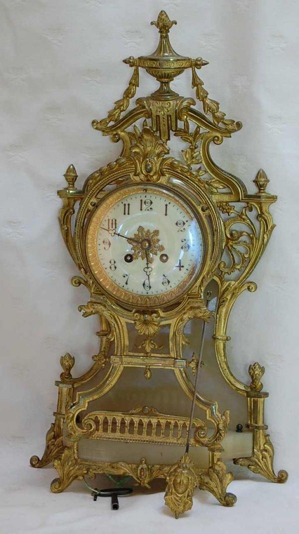 1117: FRENCH GILT BRONZE MANTLE CLOCK