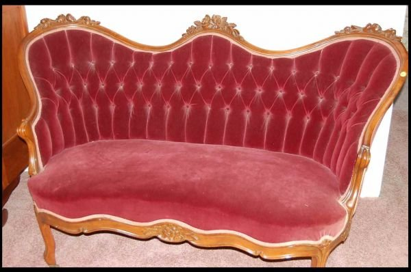 16: AMERICAN VICTORIAN ROSE CARVED SOFA