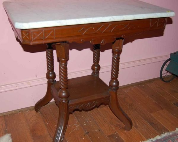 18: AMERICAN VICTORIAN PARLOR TABLE