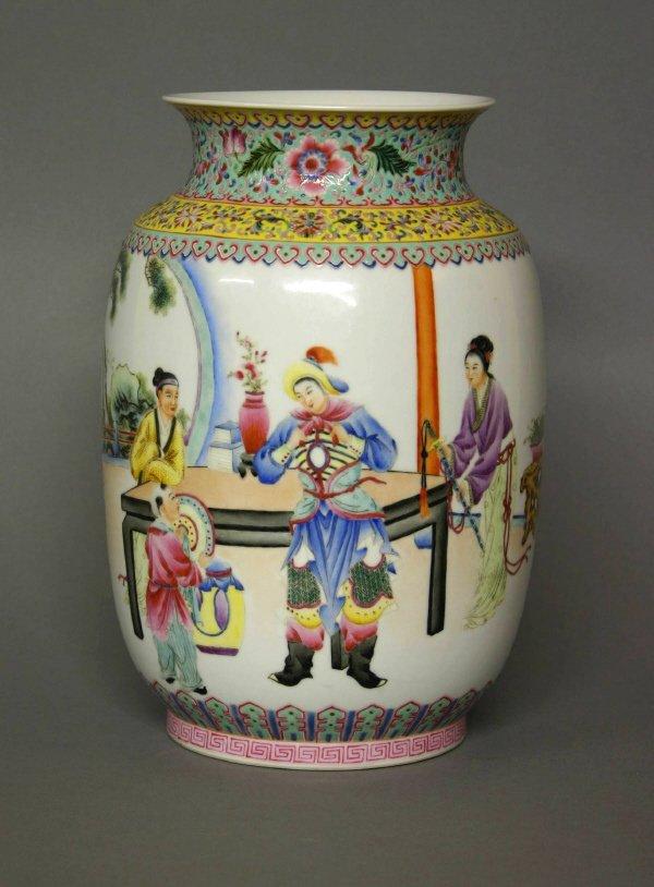 16: Qing Dynasty Qianlong Period Vase