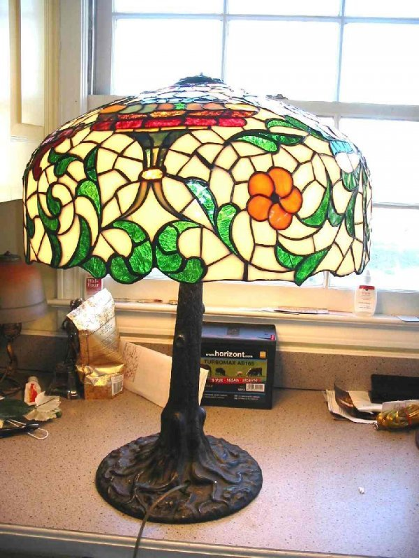 19: CHICAGO MOSAIC LEADED GLASS TABLE LAMP