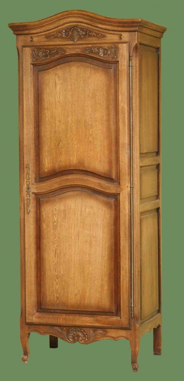 1094: SINGLE COUNTRY FRENCH ARMOIRE