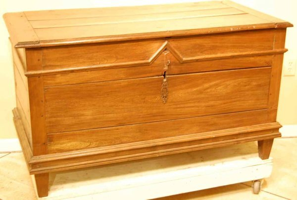 18: FRENCH PEGGED BLANKET CHEST