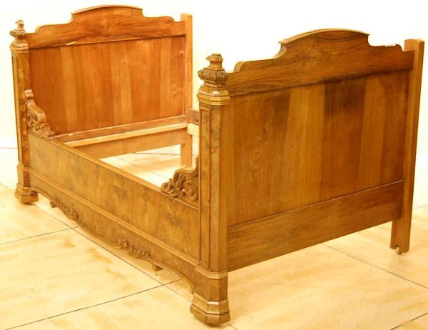 20:  FRENCH LOUIS PHILLIPE WALNUT DAY BED