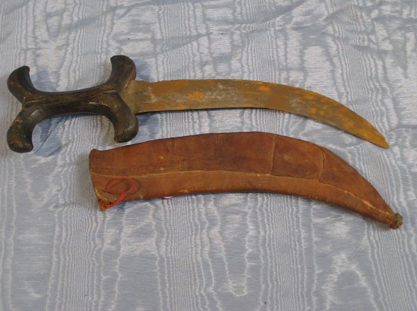 20: Early Curved Knife with Scabbard