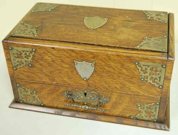 1023: OAK PRESENTATION CIGAR BOX