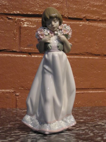 11: Lladro Figure of a Girl with Flowers  813-7