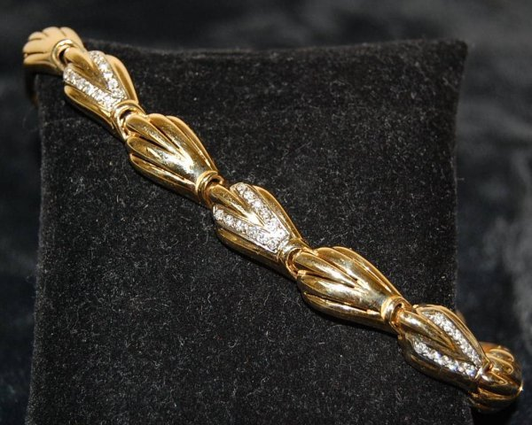9: DIAMOND SHELL BRACELET