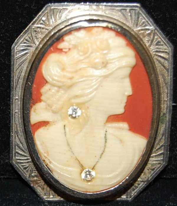 19: CAMEO BROOCH WITH TWO JEWELS