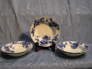 5: Set of 5 Flow Blue Bowls 425-50