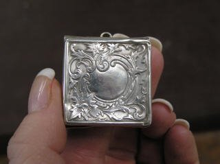1020: Square Shaped Sterling Silver Locket #552