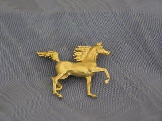 17: Prancing Horse Pin in 14K Gold  J21