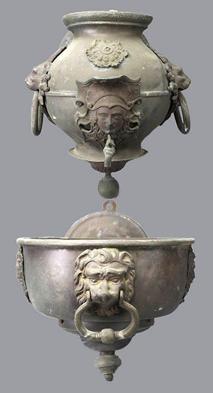Antique  Classical Bronze Lion Head Wall Fountain
