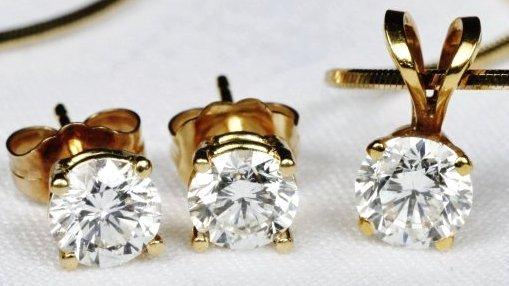 18K Gold & Diamond Earrings & Pendant