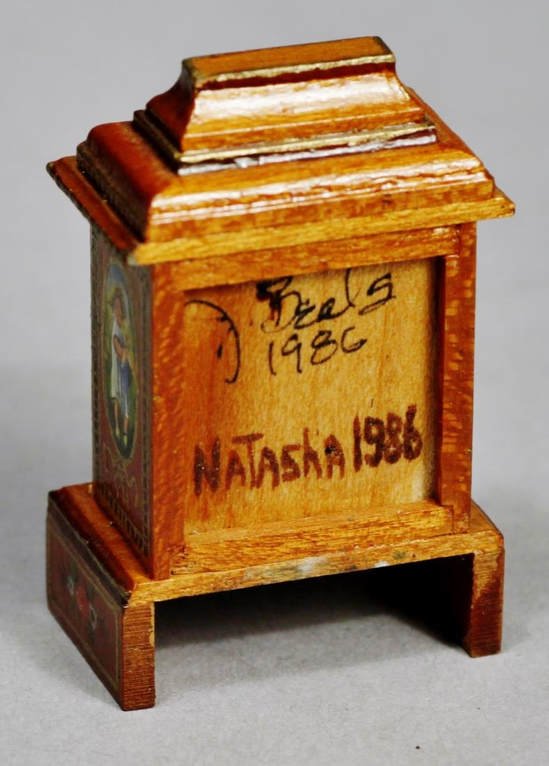 Judy Beals Signed clock plus tiffany style lamp - 3