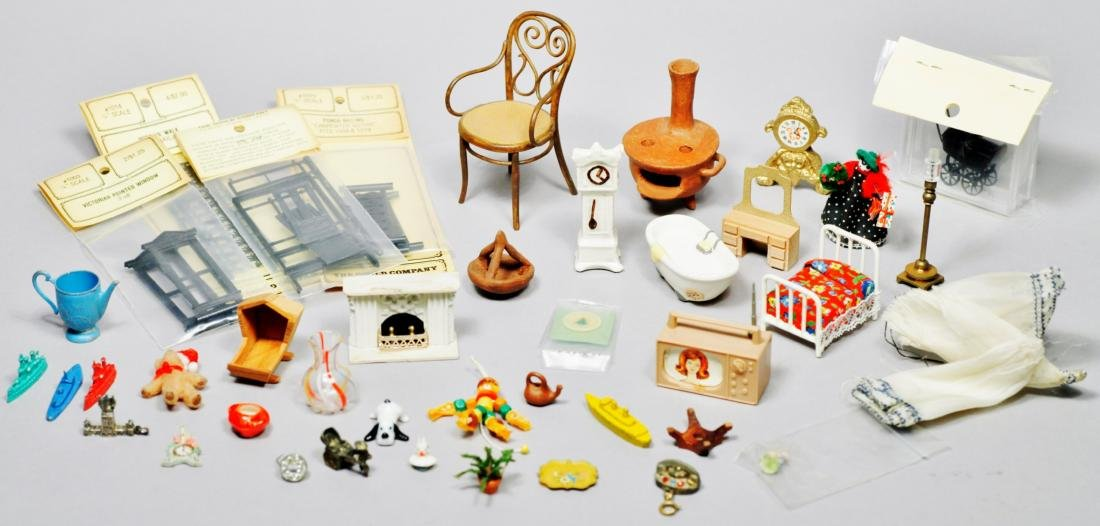 Large mixed lot mis dollhouse
