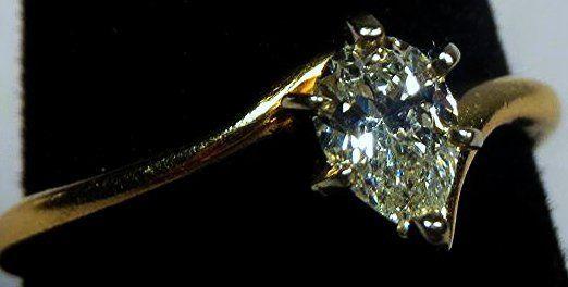 Beautiful Tear Drop Diamond & 14k Gold Ring VS