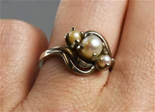 Vintage 10K Three Pearl Ring