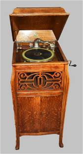 c1920 Paramount Talking Machine Phonograph