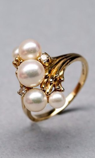 14KP Yellow Gold 5 Pearls and Diamond Ring
