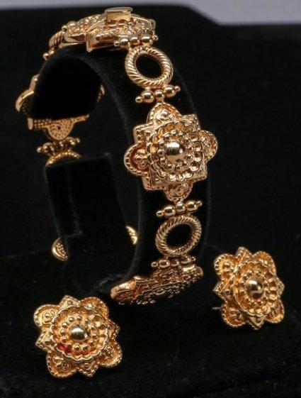 18K Yellow Gold Bracelet and Earrings Set