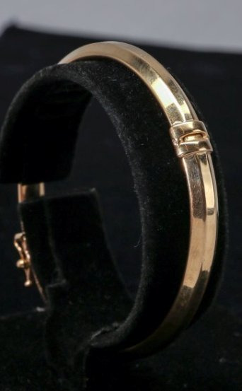 18K Yellow Gold Hinged Bangle Bracelet