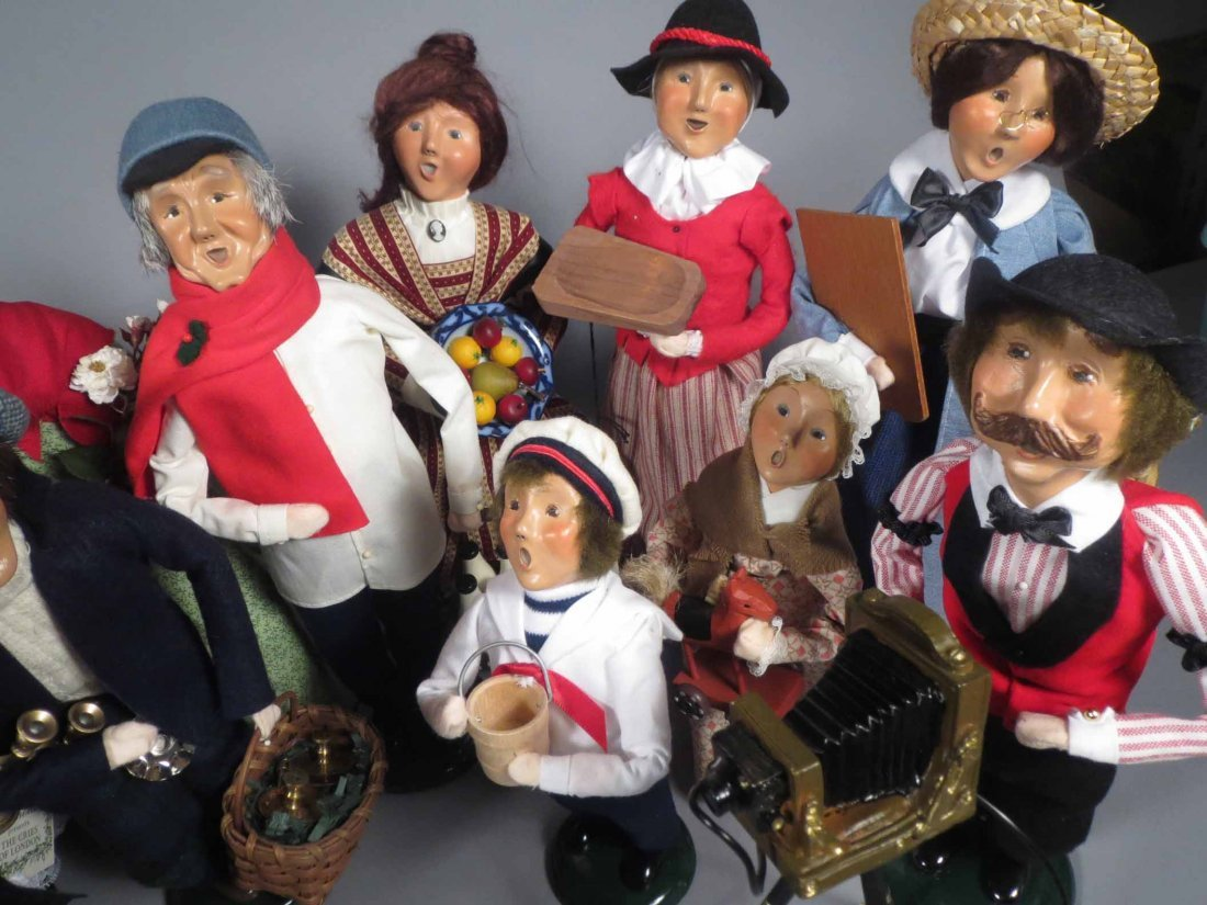Lot 12 Of  Byers Choice Ltd. The Carolers Dolls - 2
