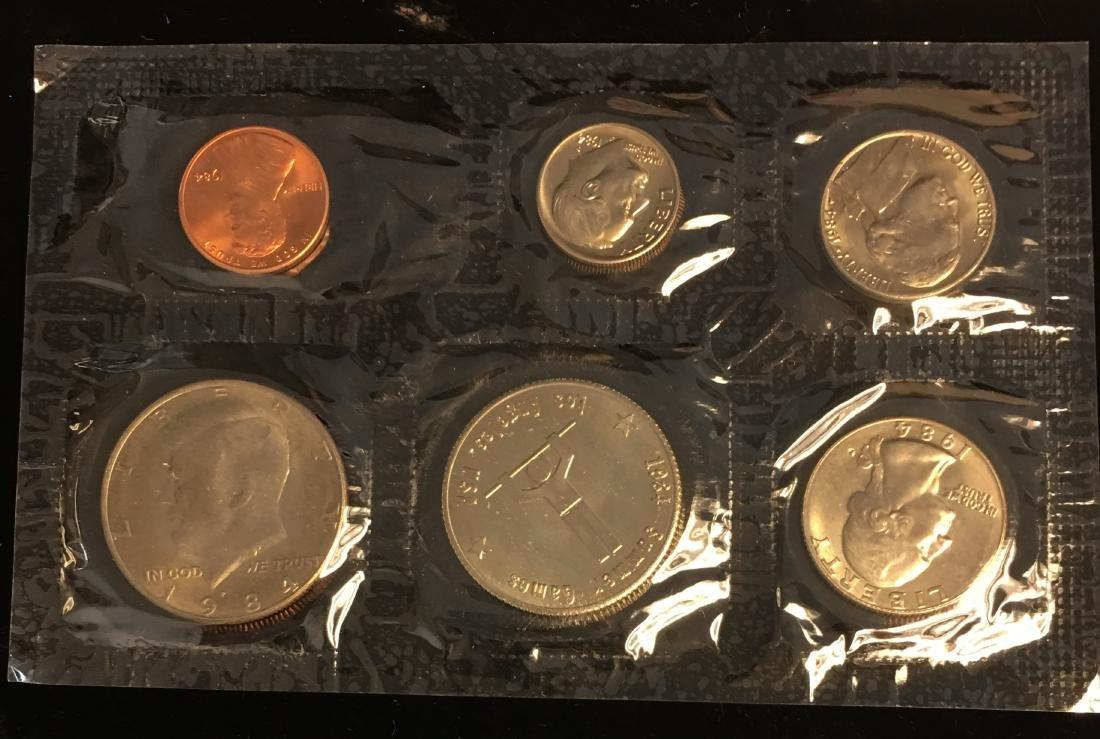 1984 U.S. Mint Set - Commemorating America's Games - - 4