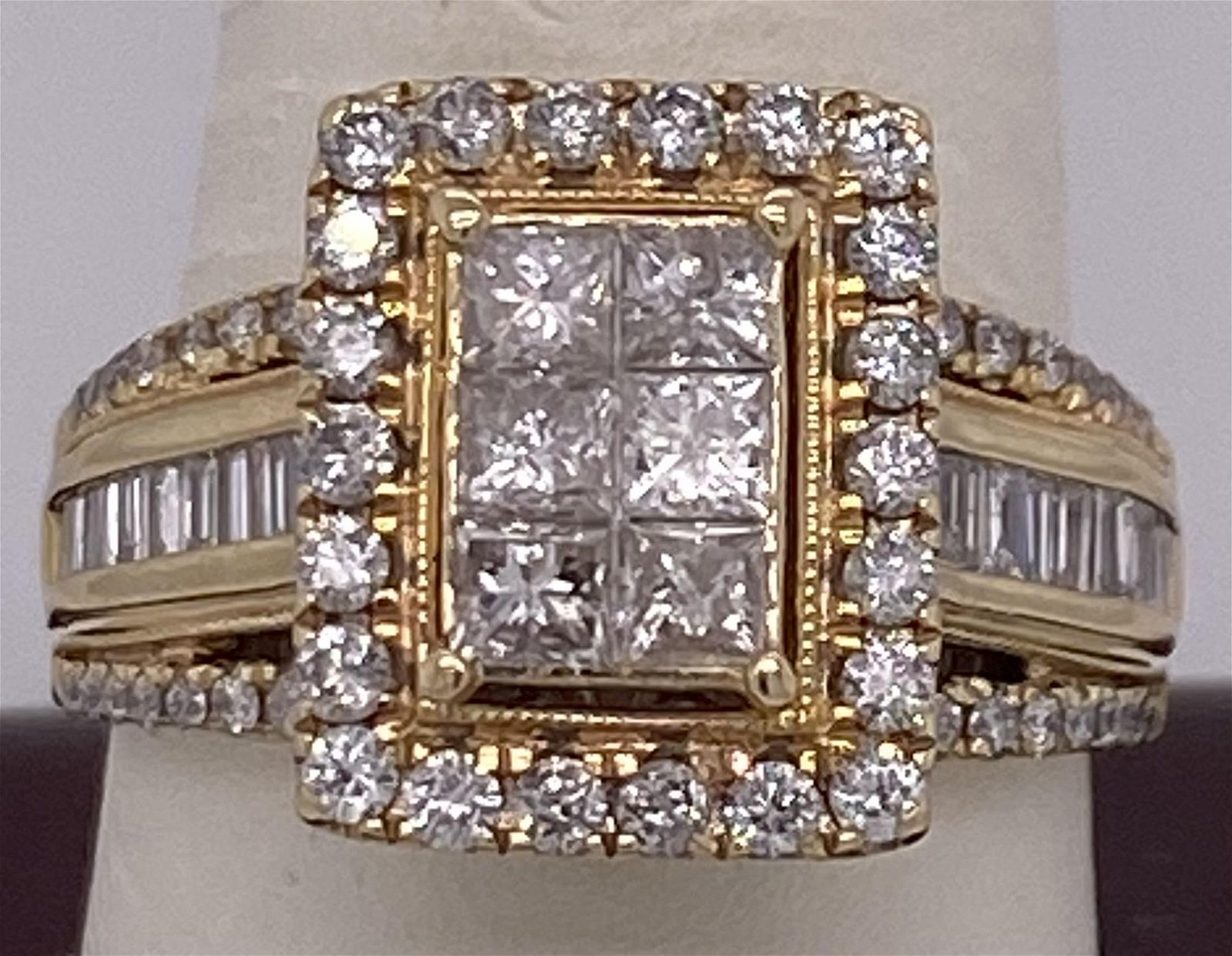Beautiful 14 K Ladies Yellow Gold 2.00 ct Diamond Ring