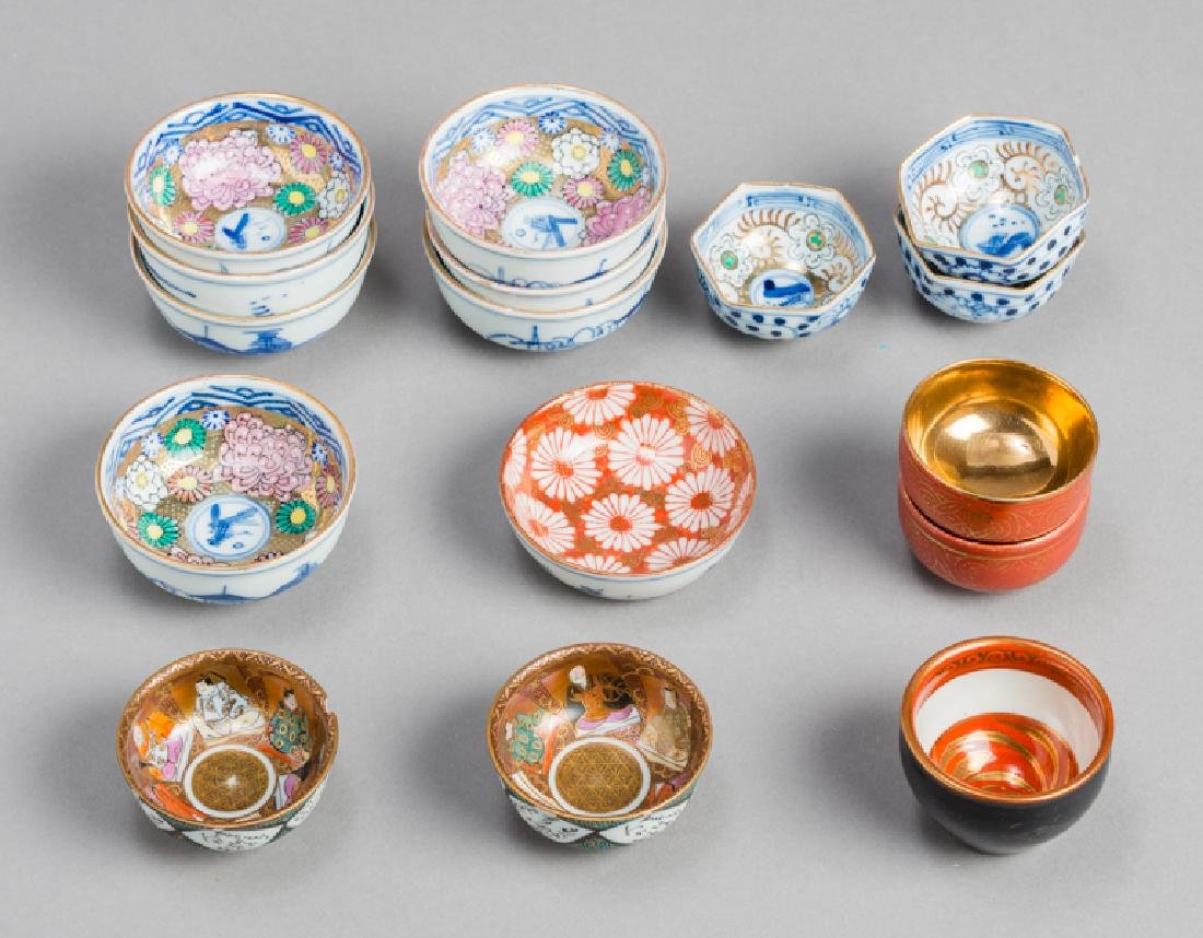 A MIXED LOT OF VARIOUS SMALL JAPANESE-CHINESE PORCELAIN