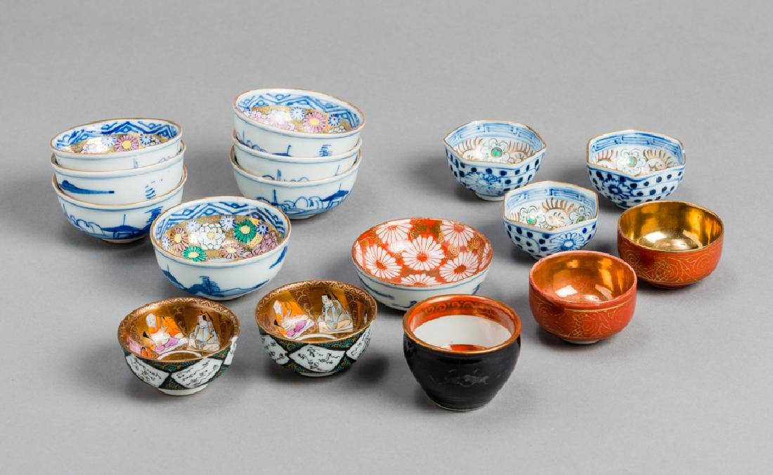 A MIXED LOT OF VARIOUS SMALL JAPANESE-CHINESE PORCELAIN - 2