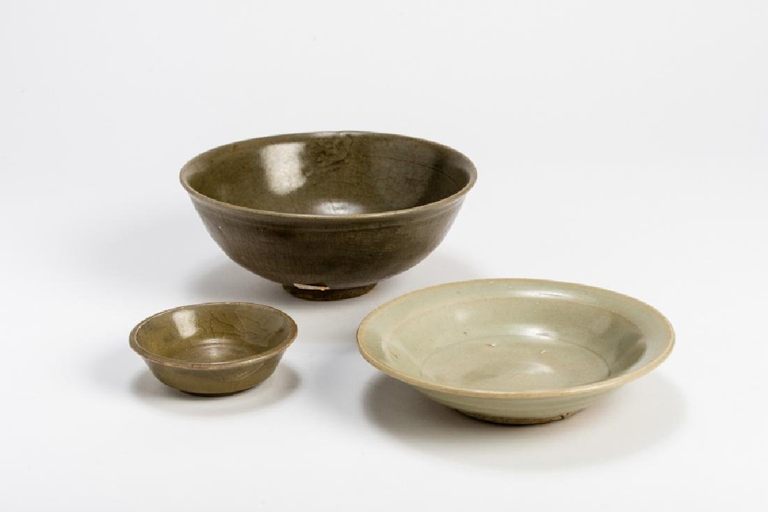 THREE CHINESE GLAZED CERAMIC BOWLS - 2