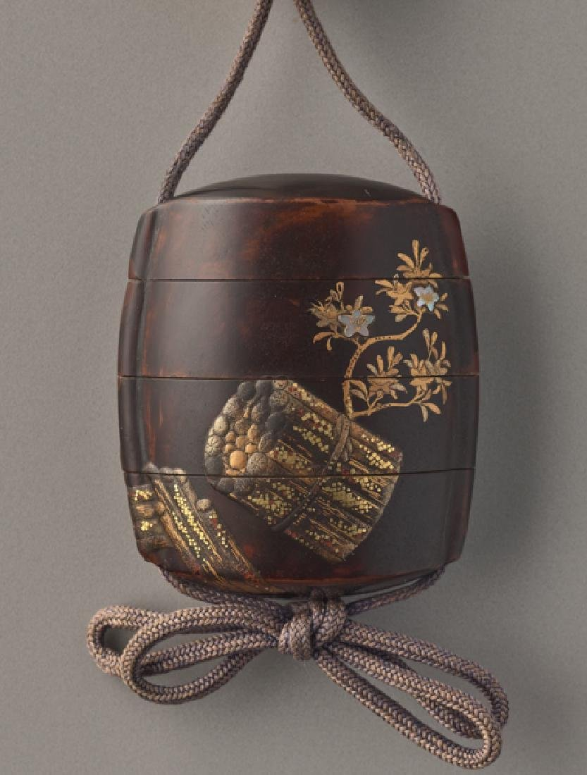 AN UNUSUAL LACQUER INRO OF BLOSSOMS AND SCROLL - 2