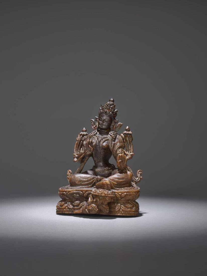 A RARE CARVING OF A GREEN TARA, 17TH CENTURY - 3