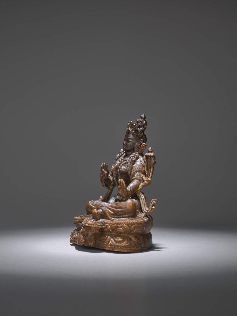 A RARE CARVING OF A GREEN TARA, 17TH CENTURY - 4