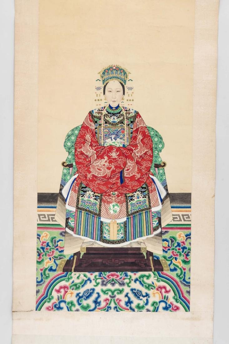 A LARGE QING DYNASTY PAINTING DEPICTING A MANCHU LADY - 2