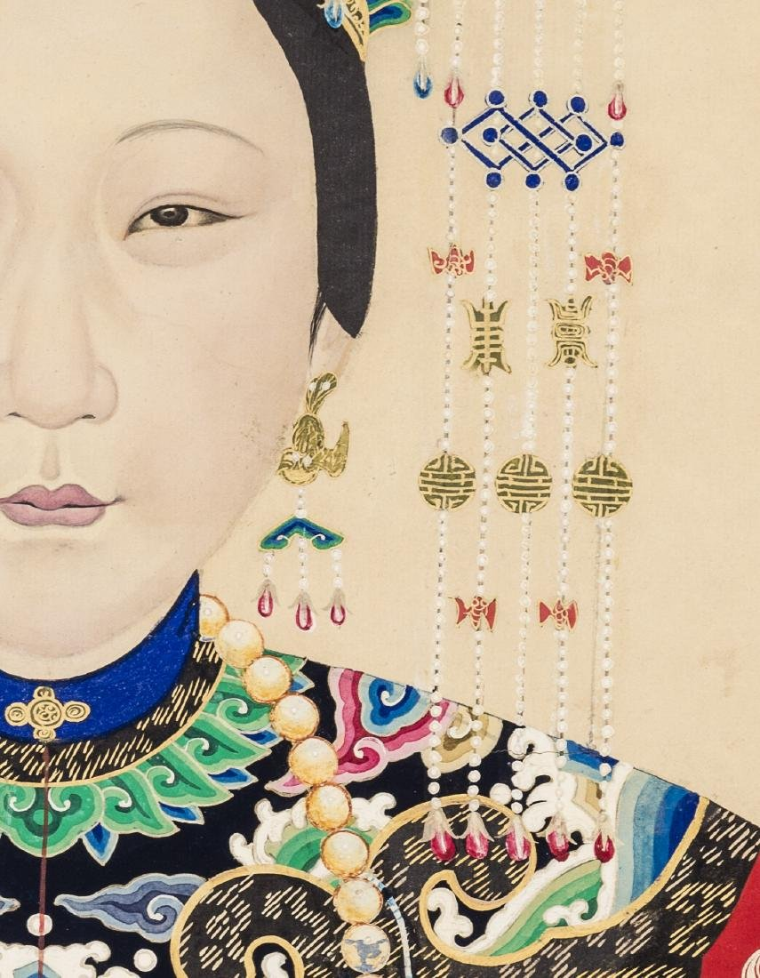 A LARGE QING DYNASTY PAINTING DEPICTING A MANCHU LADY - 4
