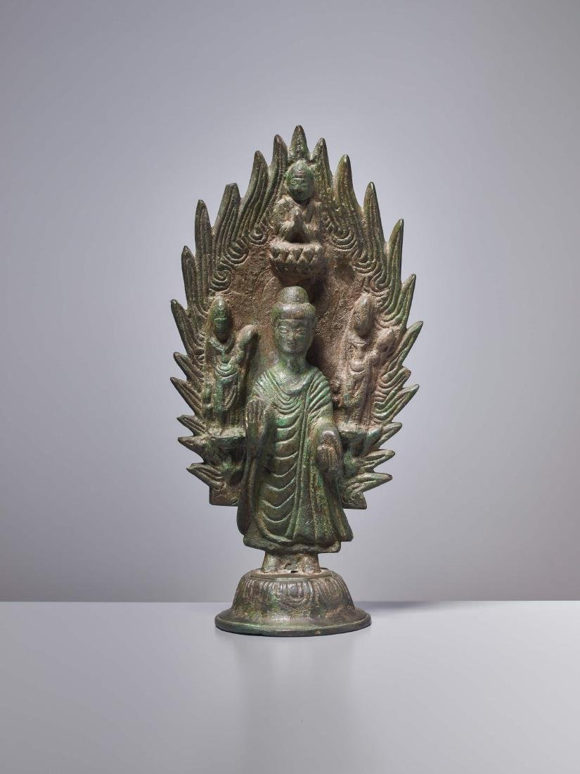 A BRONZE BUDDHA IN FRONT OF A FLAMING HALO, DATED 571 - 2