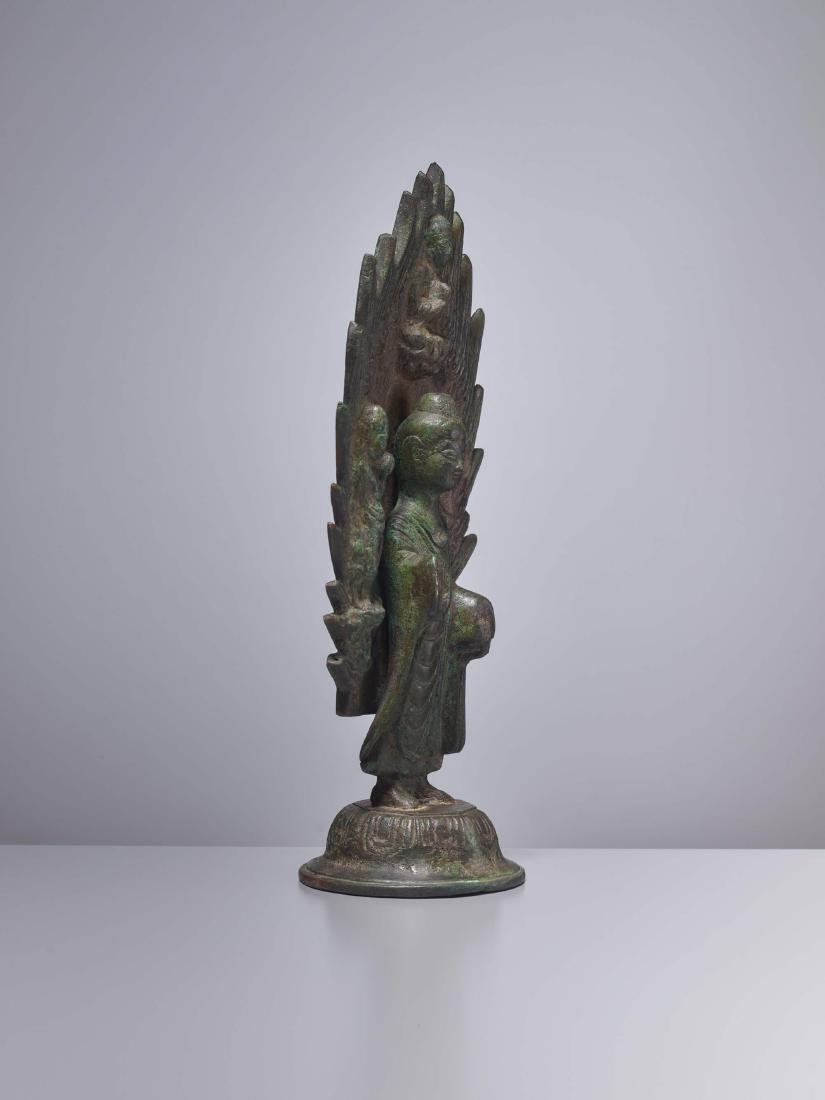 A BRONZE BUDDHA IN FRONT OF A FLAMING HALO, DATED 571 - 4