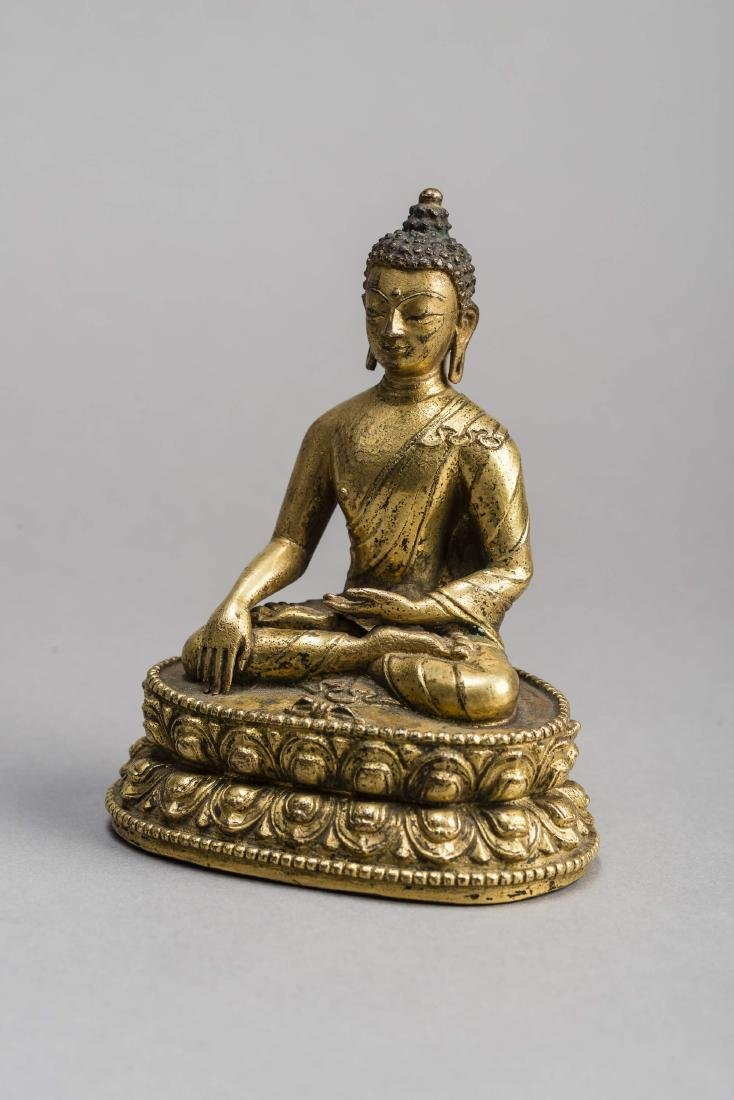 A GILT BRONZE FIGURE OF BUDDHA AKSHOBYA, 17TH-18TH