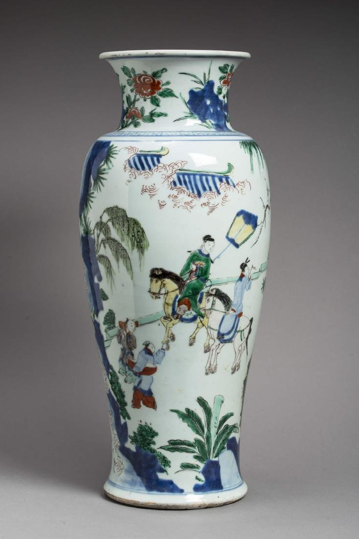A LARGE TRANSITIONAL WUCAI BALUSTER VASE, 17TH - 3