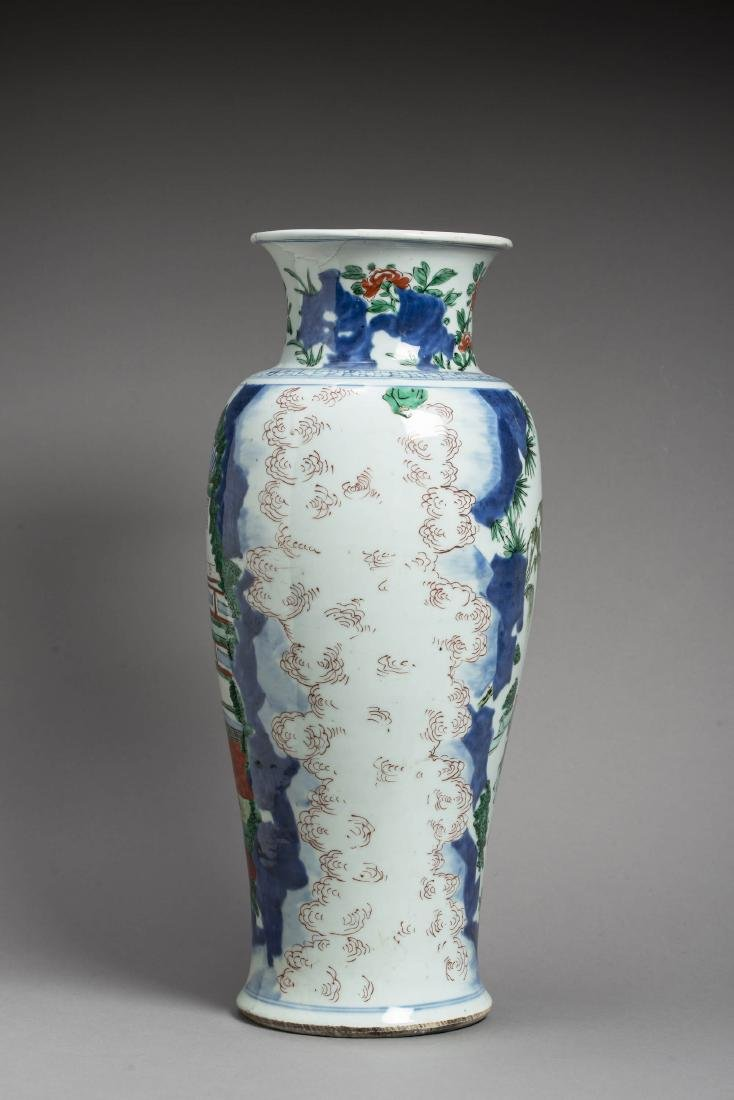 A LARGE TRANSITIONAL WUCAI BALUSTER VASE, 17TH - 4