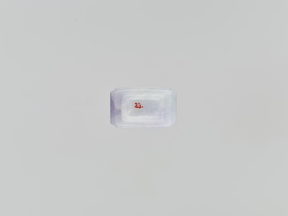 A LAVENDER, WHITE AND EMERALD JADEITE SNUFF BOTTLE - 6