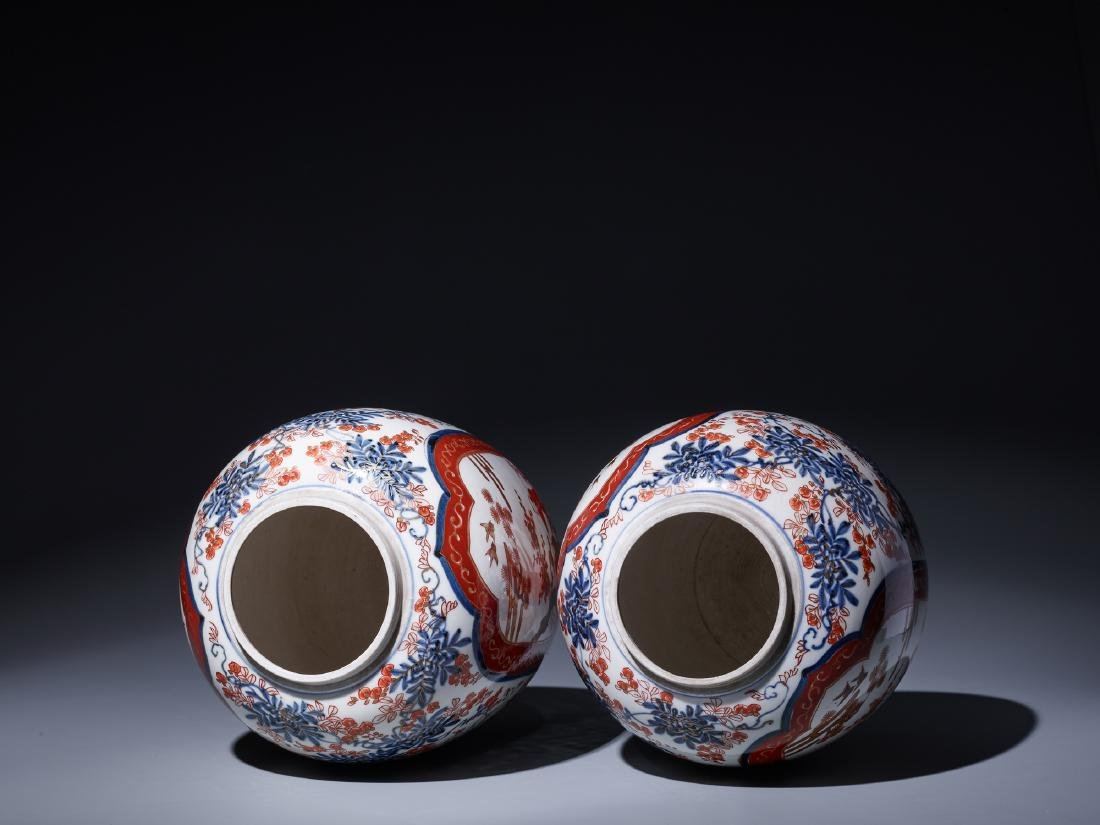 A PAIR OF IMARI PORCELAIN GINGER JARS WITH LIDS - 5