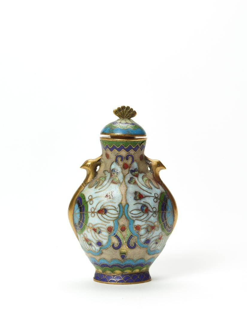 A CLOISONNE ENAMEL AND GILT SNUFF BOTTLE - 2